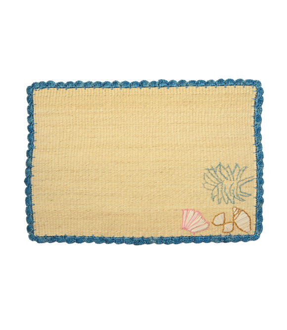 Straw placemat with handwoven seashells